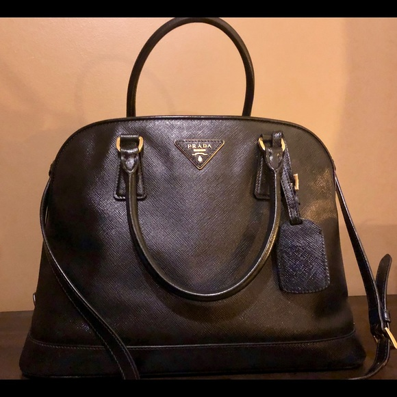 bd74e3fd PRADA Black Saffiano Vernice Open Promenade bag